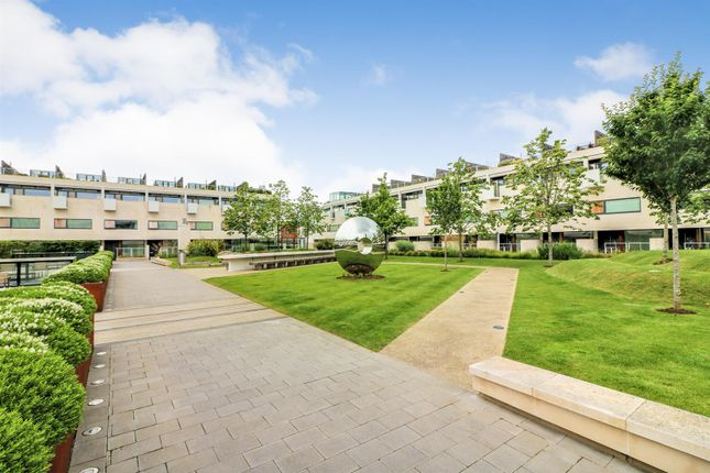 Thumbnail Flat for sale in Gabriel Square, St.Albans
