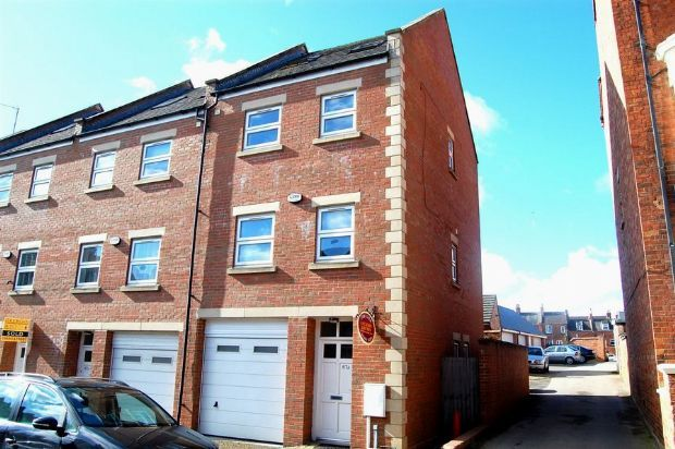 Thumbnail End terrace house to rent in Victoria Road, Abington, Northampton