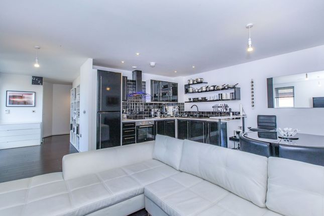 Thumbnail Flat for sale in Grays Place, Slough