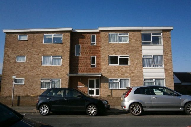 Thumbnail Flat to rent in Cranfield Road, Bexhill-On-Sea