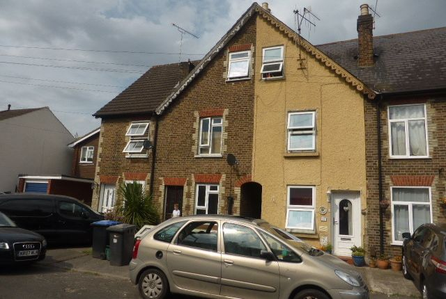 Victoria Road, Addlestone KT15