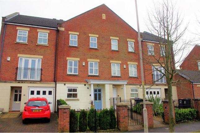 Thumbnail Town house for sale in Hutton Gate, Harrogate