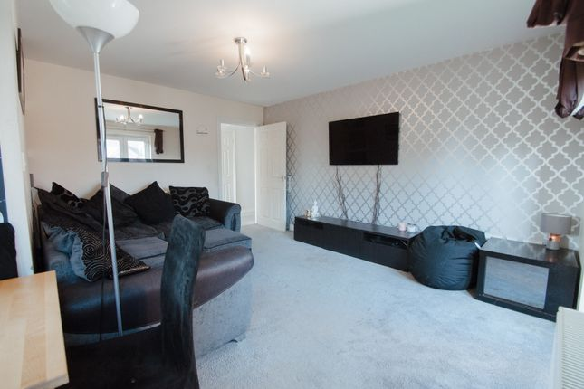 2 bed flat for sale in Rayleigh Road, Hadleigh, Benfleet SS7