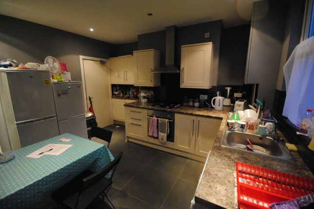 Thumbnail Terraced house to rent in 24 Hessle View, Hyde Park