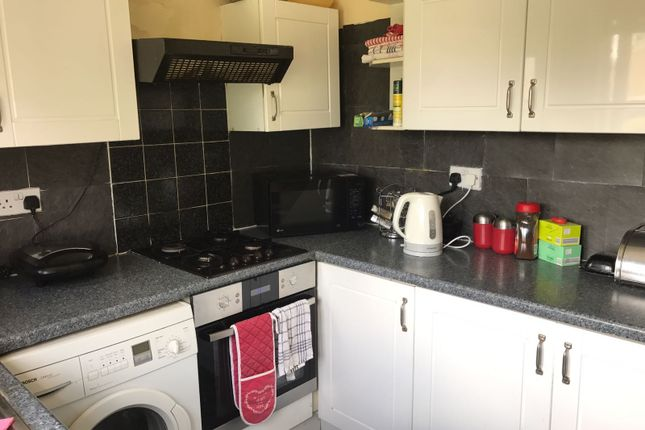 Thumbnail Semi-detached house to rent in Oakly Road, Luton