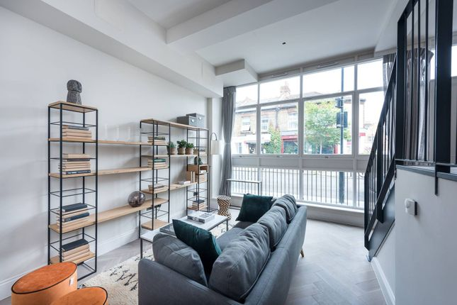 Thumbnail Flat for sale in Crabtree Hall, Fulham, London