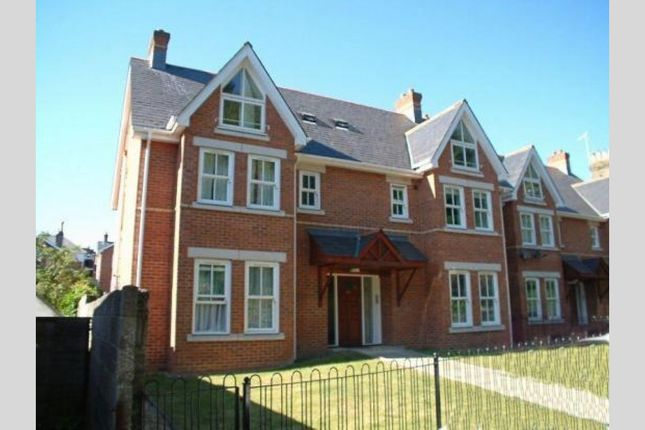 2 bed flat to rent in Approach Road, Parkstone, Poole