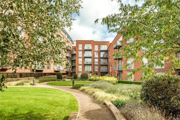 Communal Gardens of The Heart, Walton-On-Thames KT12