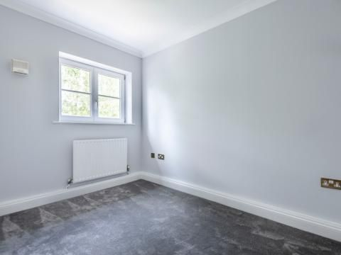 Picture 4 of Tides End Court 54 Portsmouth, Camberley GU15