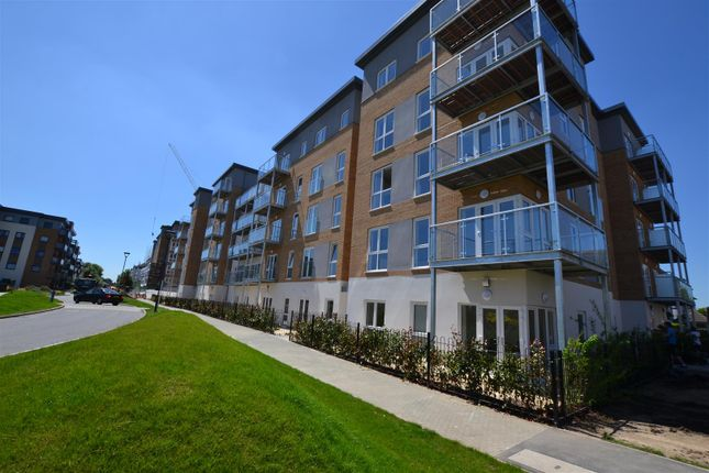 2 bed flat to rent in Long Drive, Drayton Gardens, West Drayton