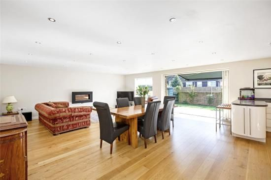 Thumbnail Terraced house for sale in Heights Close, London