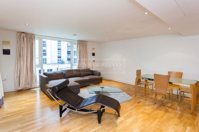 2 bed flat to rent in Marina Point, Fulham