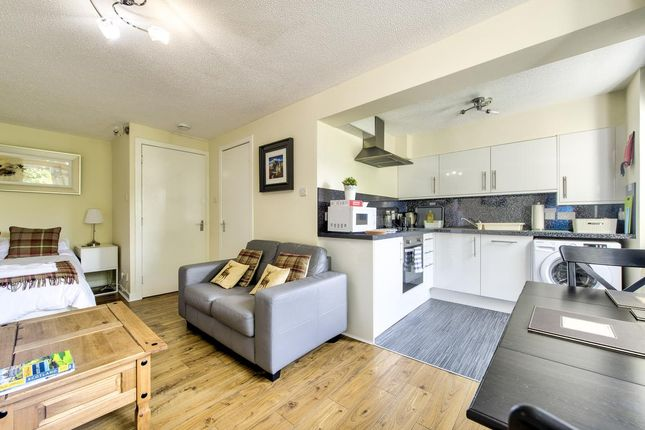 Thumbnail Studio to rent in Castle Wynd South, Edinburgh
