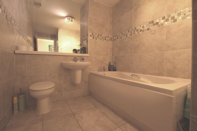 Bathroom of Haughview Terrace, Oatlands, Glasgow, Lanarkshire G5