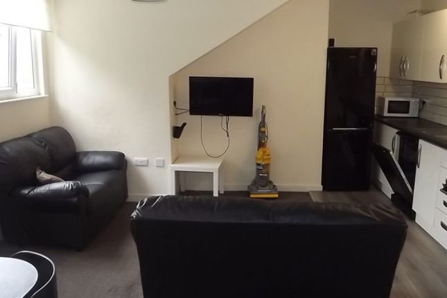 Thumbnail Terraced house to rent in Victoria Road, Leeds