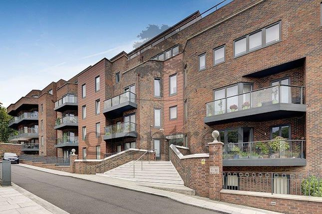 Thumbnail Flat to rent in West Heath Place, Finchley Road