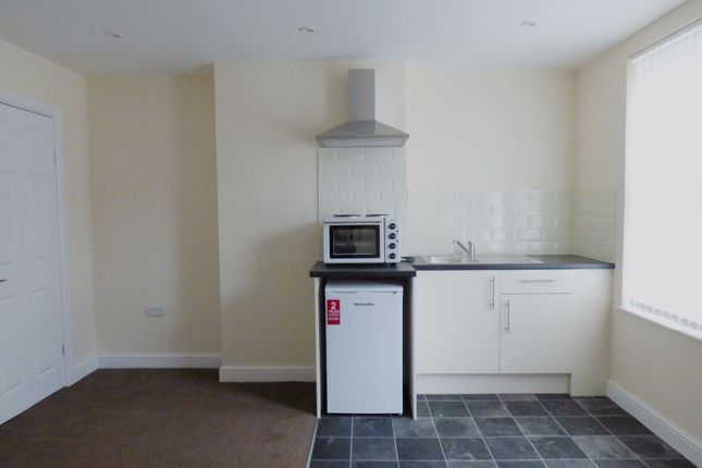 Thumbnail Room to rent in Room 4, Royal Avenue