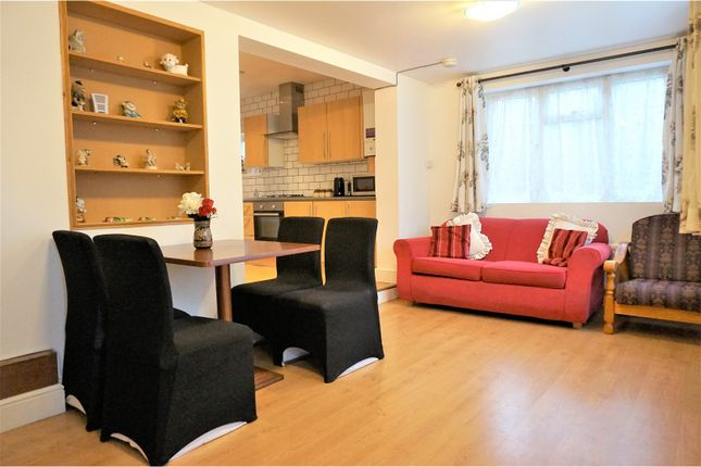 Thumbnail Detached bungalow to rent in The Green, East Acton