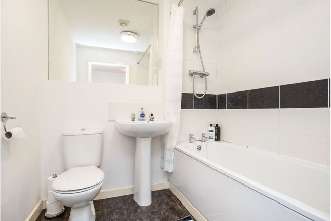 Family Bathroom of 4 Dodd Road, Watford WD24