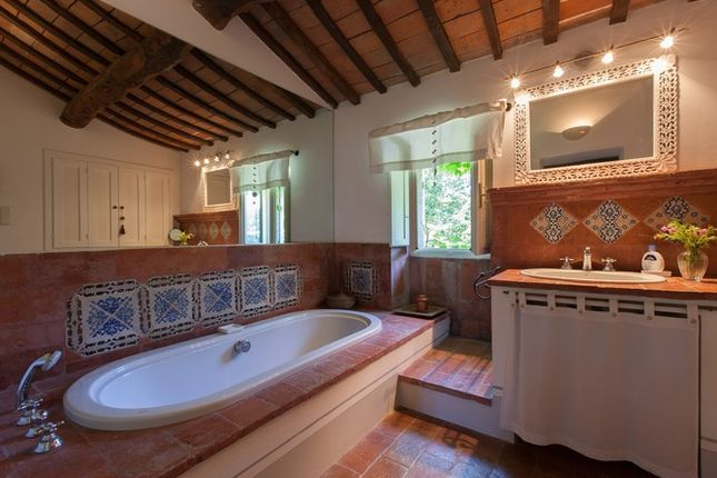 Ensuite of Casa Molino, Anghiari, Tuscany