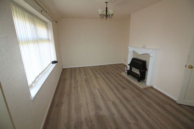 Thumbnail Flat to rent in Woodbank Avenue, Darwen