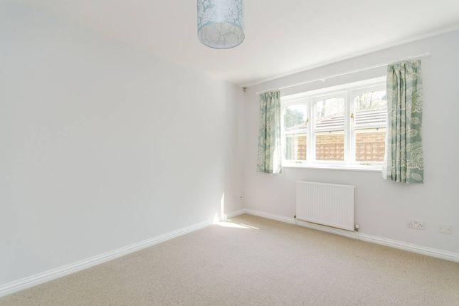 Thumbnail Flat to rent in Uxbridge Road, Pinner