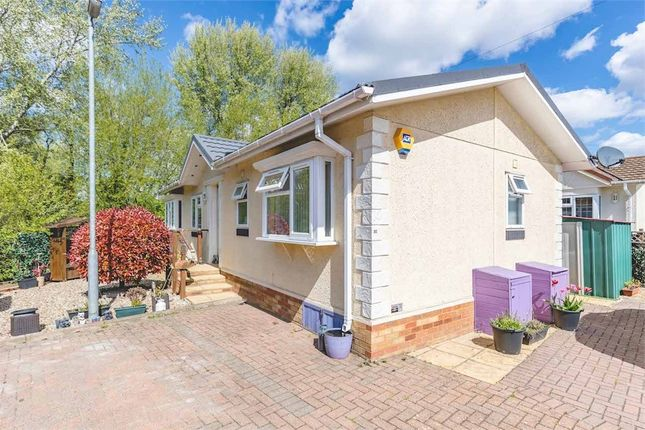 2 bed mobile/park home for sale in Mayfield Park, Thorney Mill Road, West Drayton, Middlesex UB7