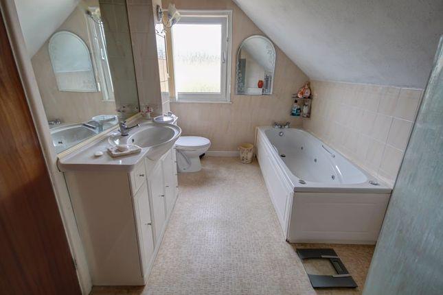 Bathroom of Deepway Gardens, Exminster, Exeter EX6