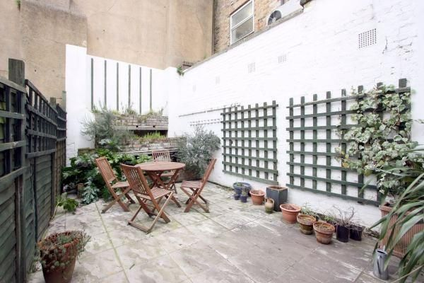 Thumbnail End terrace house to rent in Green Walk, London Bridge