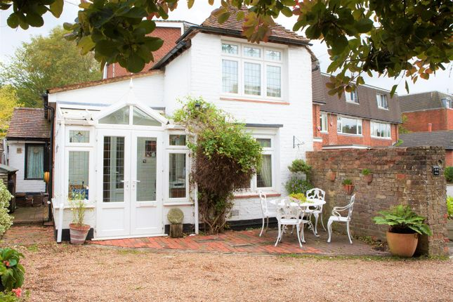 Thumbnail Detached house for sale in Wellers Close, Westerham