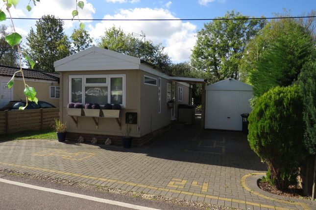 Thumbnail Mobile/park home for sale in Frogmore Home Park, Park Street, St.Albans