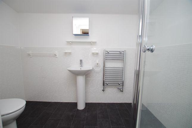 En-Suite of Hayman Crescent, Marlborough Park, Swindon SN3