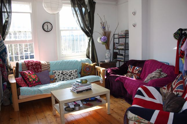 Thumbnail Shared accommodation to rent in Creffield Road, London