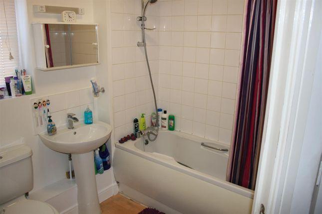 Bathroom of Oakside Court, Fencepiece Road, Barkingside IG6