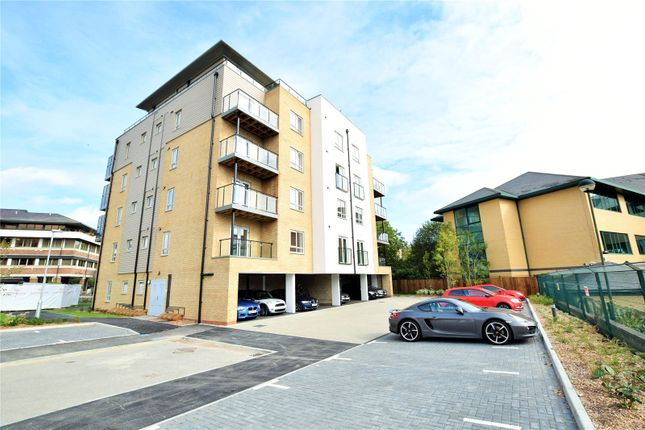 Thumbnail Flat to rent in Fleming Place, Bracknell, Berkshire