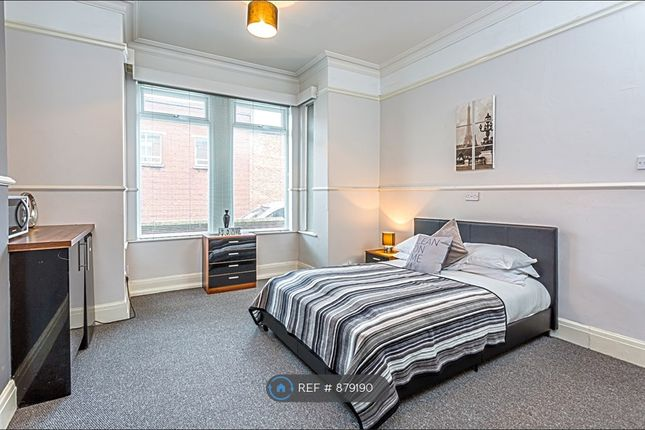 Large Double Room With Kitchenette Available
