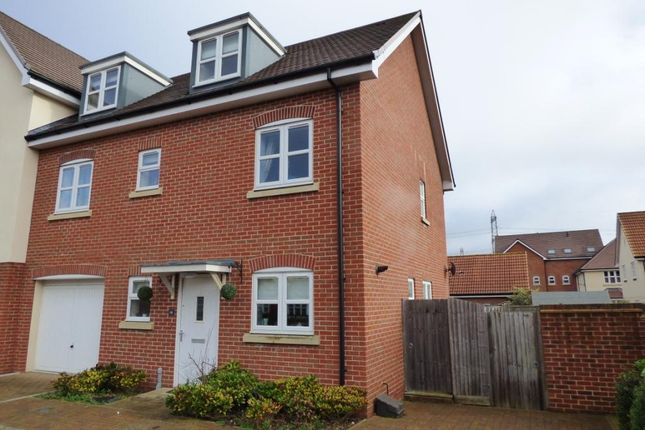 Thumbnail Town house for sale in The Mallards, Totton