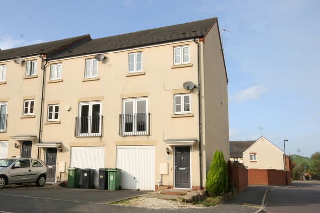 Thumbnail Town house to rent in Dixon Close, Redditch