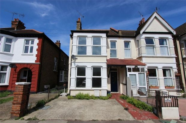Thumbnail Flat to rent in Albion Road, Westcliff-On-Sea, Essex