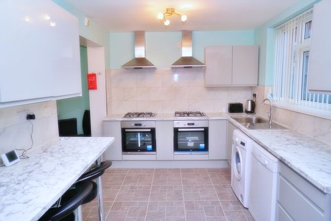 Thumbnail Shared accommodation to rent in Mill Hill, Smethwick