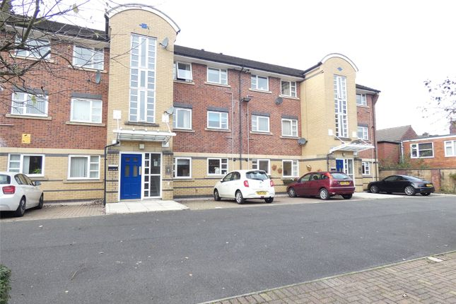 2 bed flat to rent in Clivedale Place, Bolton BL1
