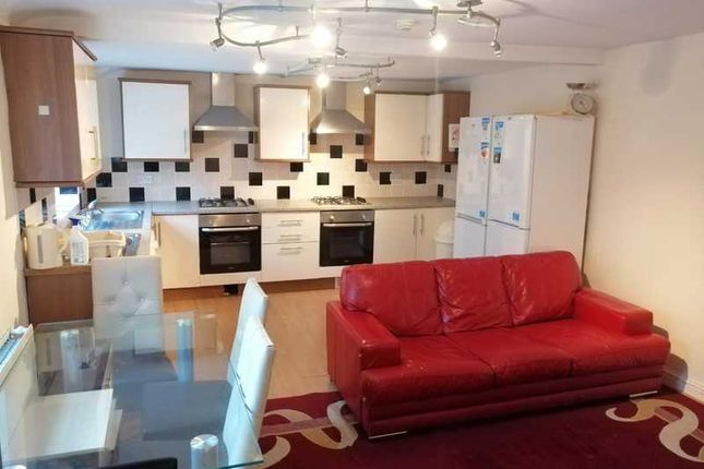 Thumbnail Flat to rent in City Road, Cathays, Cardiff