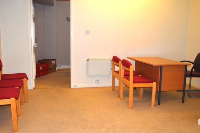 Thumbnail Studio to rent in Town Square, Syston