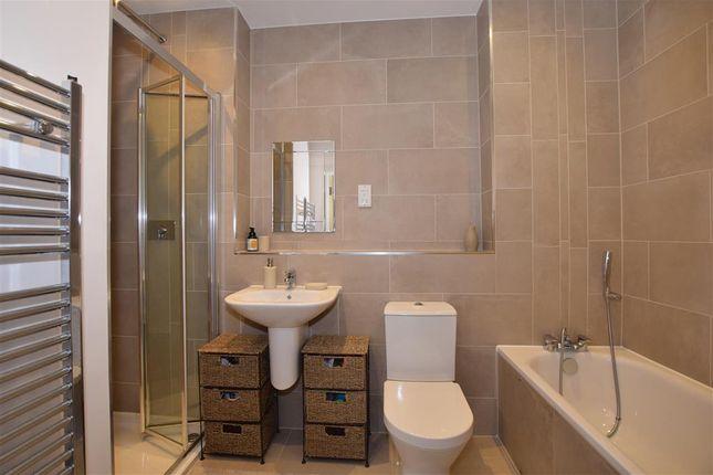 Bathroom of Sutton Court Road, Sutton, Surrey SM1