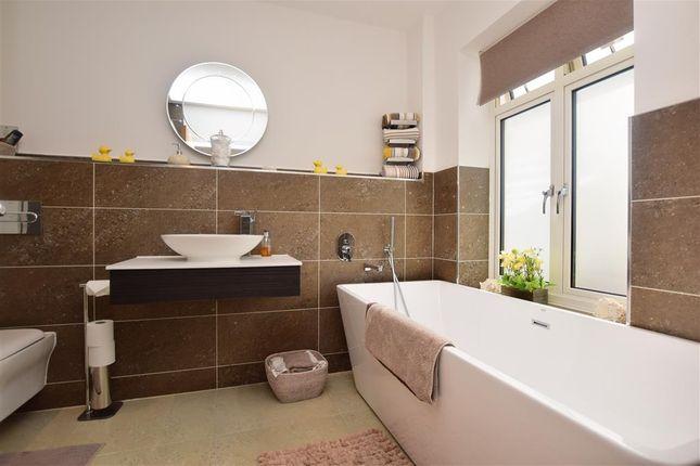 En-Suite of Selson Lane, Woodnesborough, Sandwich, Kent CT13