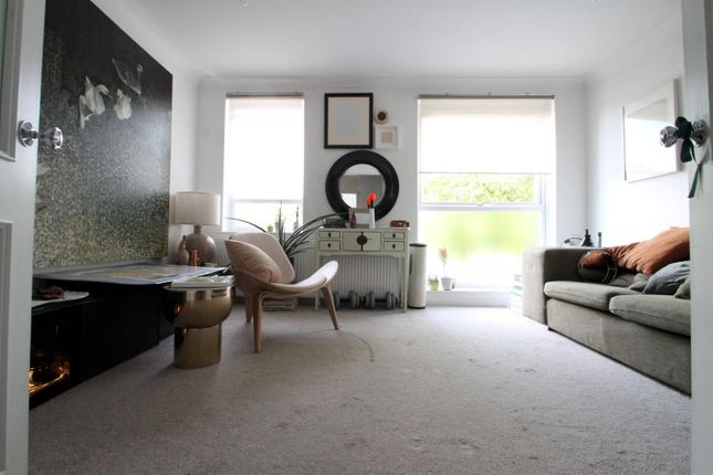 Thumbnail Town house to rent in Malbrook Road, London