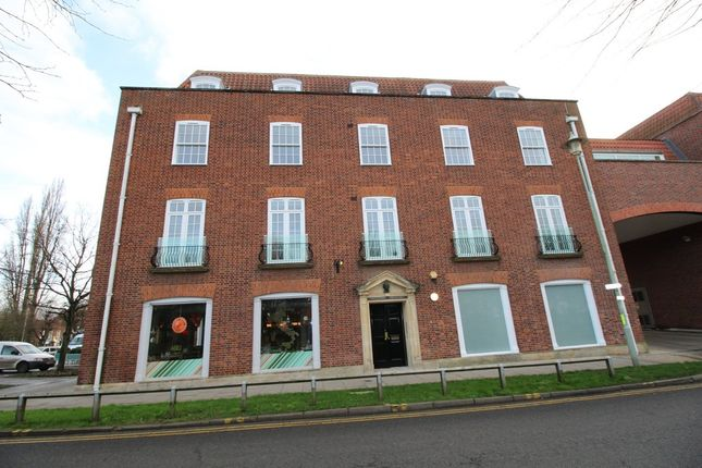 Thumbnail Flat to rent in Parkway, Welwyn Garden City