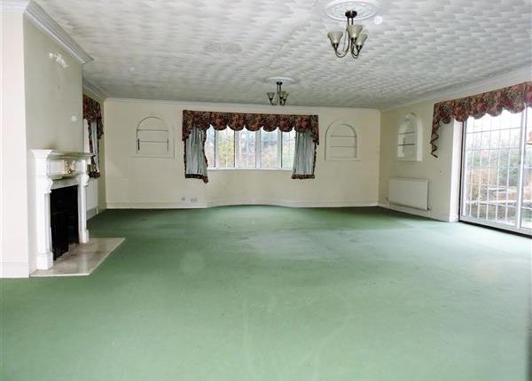 Thumbnail Detached house to rent in Chipperfield, Kings Langley