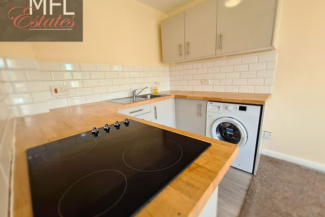 Thumbnail Flat to rent in Garlands Road, Redhill