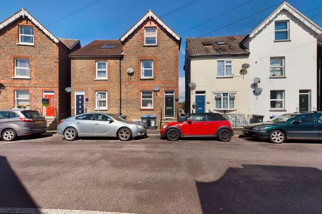Thumbnail Maisonette to rent in Queens Road, East Grinstead